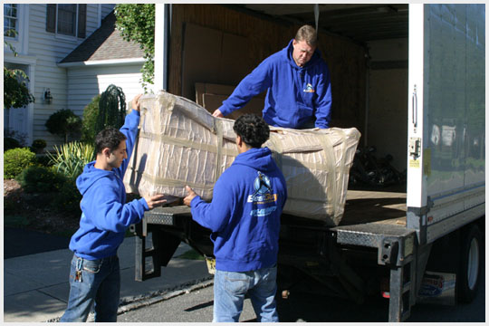 6699 - loading sofa to the truck copy