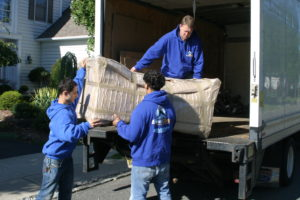 6699 - loading sofa to the truck